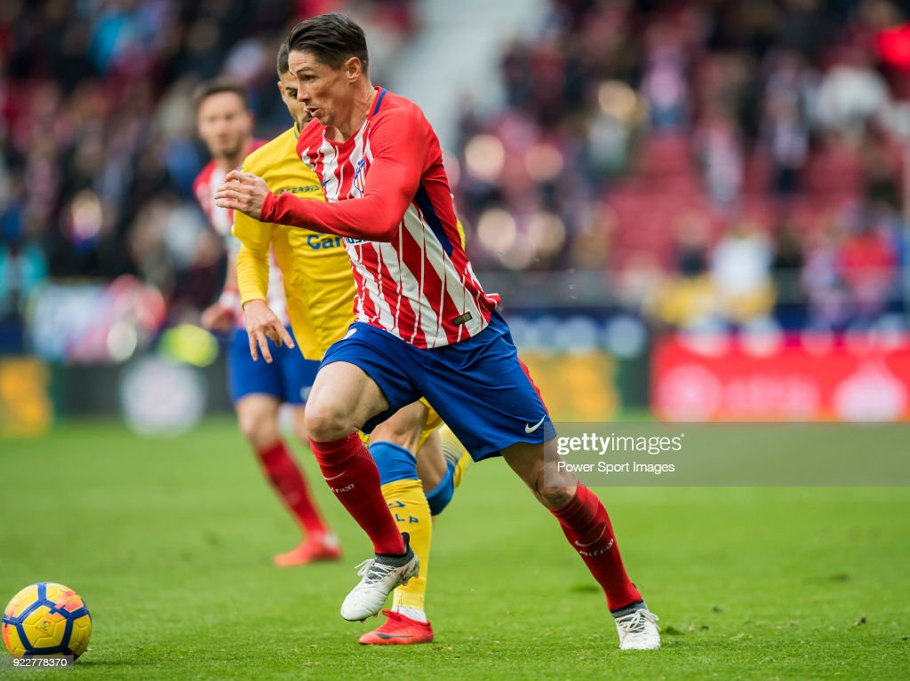 Fernando Torres (R) of Atletico de Madrid competes for the ball with Hernan Dario Toledo of UD Las Palmas during the La Liga 2017-18 match between Atletico de Madrid and UD Las Palmas at Wanda Metropolitano on January 28 2018 in Madrid, Spain.