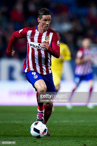 Fernando Torres of Atletico de Madrid controls the ball during the Copa del Rey Round of 32 match between Club Atletico Madrid and CF Reus Deportiu...