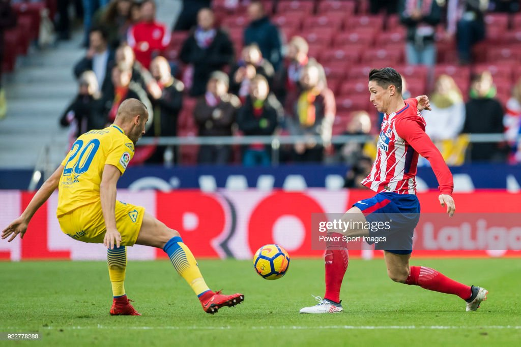 Fernando Torres (R) of Atletico de Madrid fights for the ball with Alejandro Galvez Jimena of UD Las Palmas during the La Liga 2017-18 match between Atletico de Madrid and UD Las Palmas at Wanda Metropolitano on January 28 2018 in Madrid, Spain.