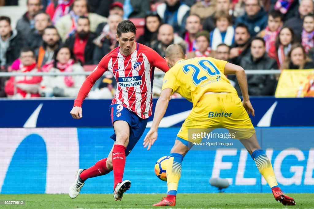 Fernando Torres (L) of Atletico de Madrid fights for the ball with Alejandro Galvez Jimena of UD Las Palmas during the La Liga 2017-18 match between Atletico de Madrid and UD Las Palmas at Wanda Metropolitano on January 28 2018 in Madrid, Spain.