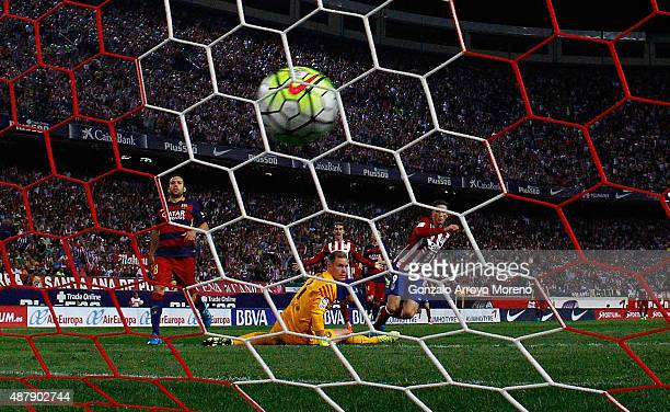 Fernando Torres of Atletico de Madrid scores their opening goal during the La Liga match between Club Atletico de Madrid and FC Barcelona at Vicente...