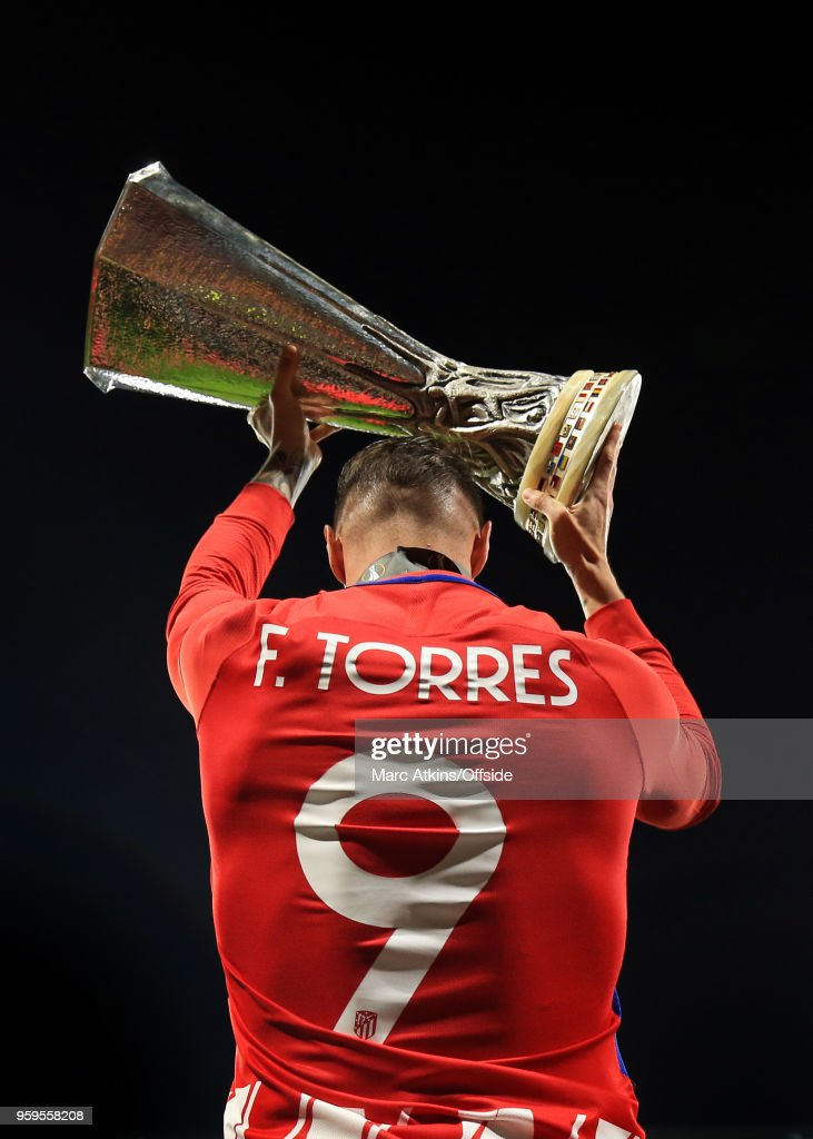 Fernando Torres of Atletico Madrid celebrates with the trophy during the UEFA Europa League Final between Olympique de Marseille and Club Atletico de Madrid at Stade de Lyon on May 16, 2018 in Lyon, France.