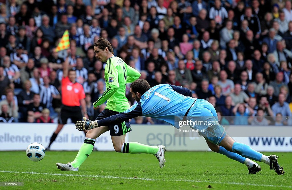 Fernando Torres of Chelsea beats Scott Carson of West Bromwich Albion to score a disallowed goal during the Barclays Premier League match between West Bromwich Albion and Chelsea at The Hawthorns on April 16, 2011 in West Bromwich, England.