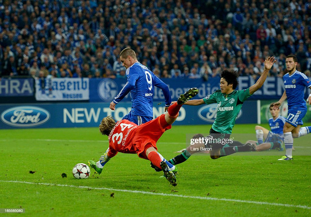 Fernando Torres of Chelsea beats Timo Hildebrand (34) and Atsuto Uchida of Schalke 04 to score their second goal during the UEFA Champions League Group E match between FC Schalke 04 and Chelsea at Veltins-Arena on October 22, 2013 in Gelsenkirchen, Germany.