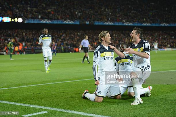Fernando Torres of Chelsea celebrates his goal with Frank Lampard Ramires during the UEFA Champions League Semi Final second leg match between FC...