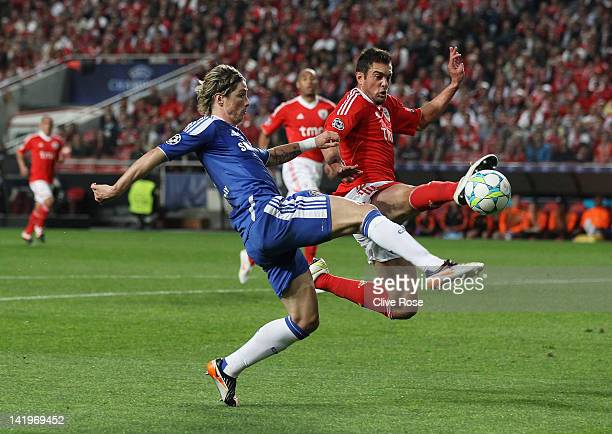 Fernando Torres of Chelsea is challenged by Jardel of Benfica during the UEFA Champions League Quarter Final first leg match between Benfica and...