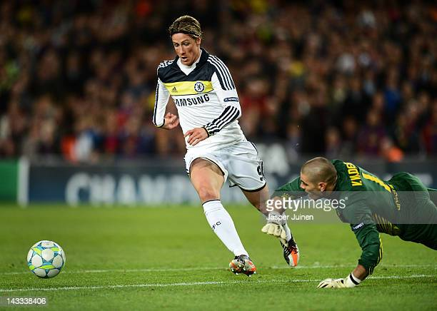 Fernando Torres of Chelsea passes by goalkeeper Victor Valdes of Barcelona to score the equalizing goal during the UEFA Champions League Semi Final...