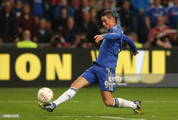 Fernando Torres of Chelsea runs through to score the opening goal during the UEFA Europa League Final between SL Benfica and Chelsea FC at Amsterdam...