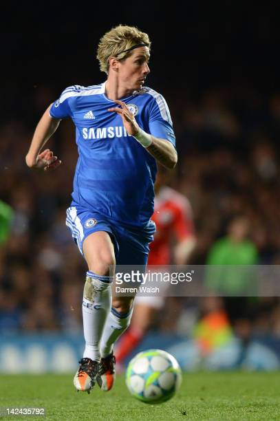Fernando Torres of Chelsea runs with the ball during the UEFA Champions League Quarter Final second leg match between Chelsea FC and SL Benfica at...