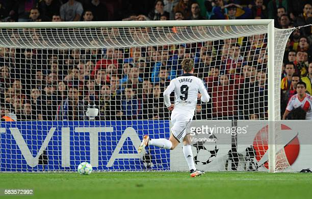 Fernando Torres of Chelsea scores during the UEFA Champions League SemiFinal 2nd Leg match between Barcelona and Chelsea at the Nou Camp Stadium in...
