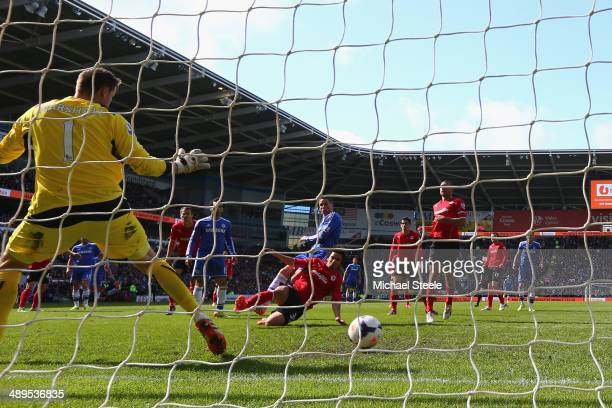 Fernando Torres of Chelsea scores his sides winning goal during the Barclays Premier League match between Cardiff City and Chelsea at Cardiff City...