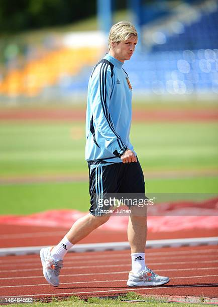Fernando Torres of Spain arrives for a training session ahead of their UEFA EURO 2012 group C match against Croatia on June 17 2012 in Gniewino Poland