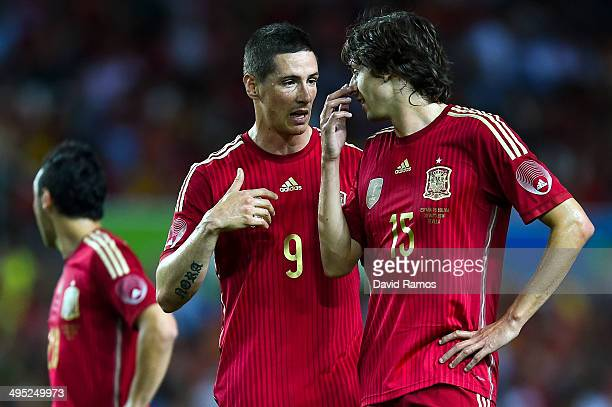 Fernando Torres of Spain chats with his teammate Ander Iturraspe during an international friendly match between Spain and Bolivia at Estadio Ramon...