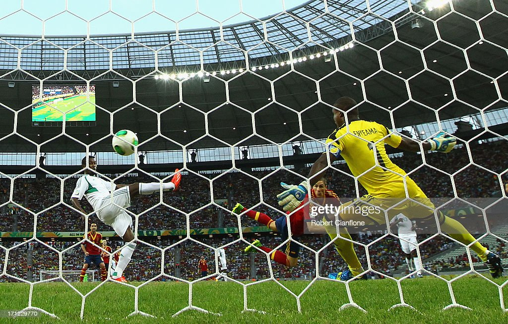 Fernando Torres of Spain heads past Vincent Enyeama of Nigeria to score their second goal during the FIFA Confederations Cup Brazil 2013 Group B match between Nigeria and Spain at Castelao on June 23, 2013 in Fortaleza, Brazil.