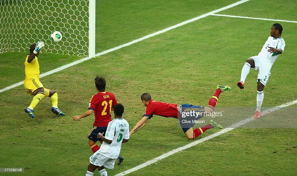 Fernando Torres of Spain scores their second goal with a header past Vincent Enyeama of Nigeria during the FIFA Confederations Cup Brazil 2013 Group B match between Nigeria and Spain at Castelao on June 23, 2013 in Fortaleza, Brazil.