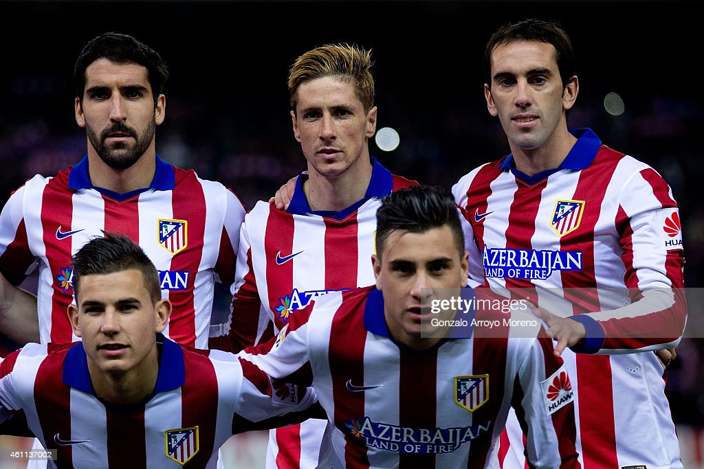Fernando Torres (2ndL) poses for the line up picture with his teammates Raul Garcia (L), Jesus Gamez (2ndL), Diego Godin (R) and Jose Maria Gimenez (2ndR) prior to start the Copa del Rey Round of 16 first leg match between Club Atletico de Madrid and Real Madrid CF at Vicente Calderon Stadium on January 7, 2015 in Madrid, Spain.