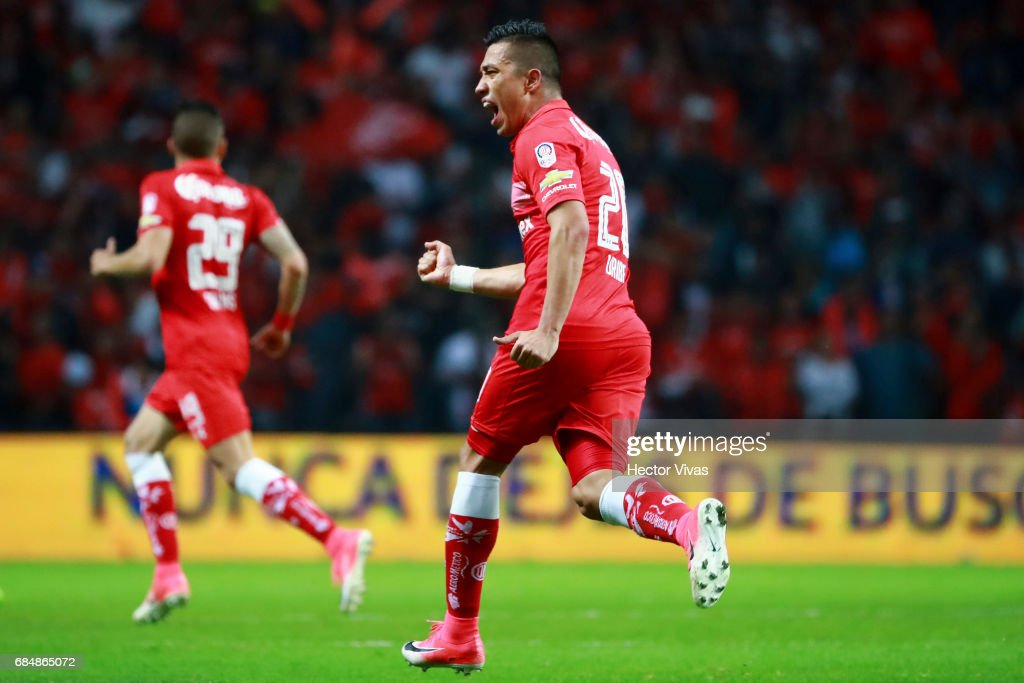 Fernando Uribe of Toluca celebrates after scoring the first goal of his team during the semifinals first leg match between Toluca and Chivas as part of the Torneo Clausura 2017 Liga MX at Nemesio Diez Stadium on May 18, 2017 in Toluca, Mexico.