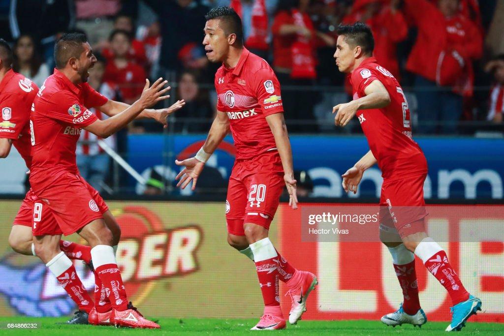 Toluca v Chivas - Playoffs Torneo Clausura 2017 Liga MX : News Photo