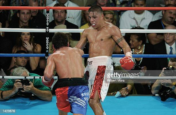 Fernando Vargas tries to escape the right hand of Oscar De La Hoya during their world super welterweight /Jr middleweight championship fight at the...