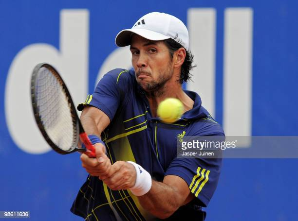 Fernando Verdasco of Spain plays a double handed backhand to Jurgen Melzer of Austria on day four of the ATP 500 World Tour Barcelona Open Banco...