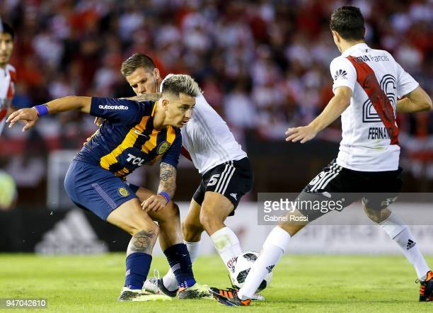 Fernando Zampedri of Rosario Central fights for the ball with Bruno Zuculini and Ignacio Fernandez of River Plate during a match between River Plate...