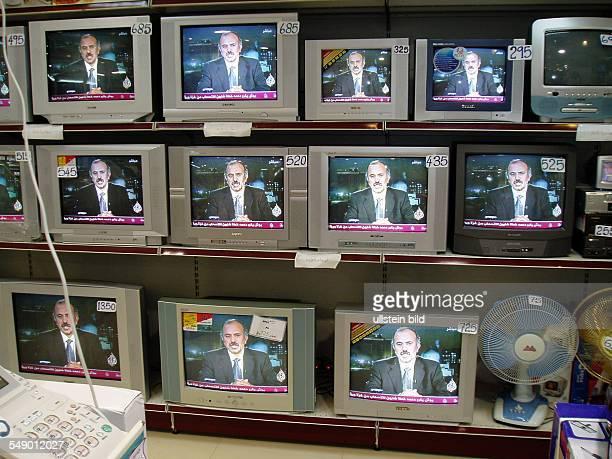 Fernseher im Elektronikgeschäft in Doha Katar
