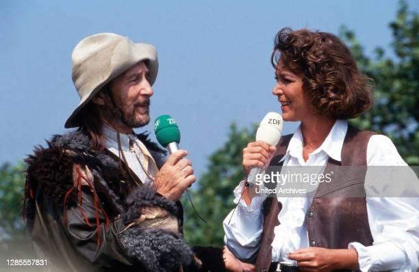 Fernsehgarten, Sonntags-Unterhaltungsshow, Sendung vom 3. Juli 1994, Gaststar: Freddy Quinn als Trapper, Moderatorin Ramona Leiss.