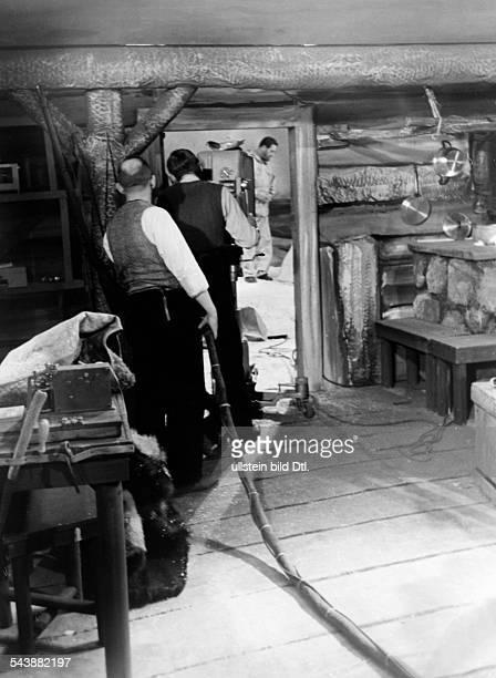 Fernsehsender Berlin shooting on 'Station D im Eismeer' in a television studio Photographer Curt Ullmann ca 1940Vintage property of ullstein bild