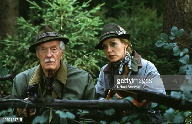 Fernsehspiel D 1994, Regie: Joachim Roering, KARL SCHÖNBÖCK, CONSTANZE ENGELBRECHT, Stichwort: Gewehre, Jagd.