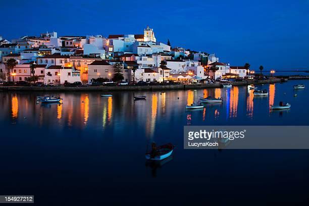 Ferragudo de una típica ciudad de Algarve.