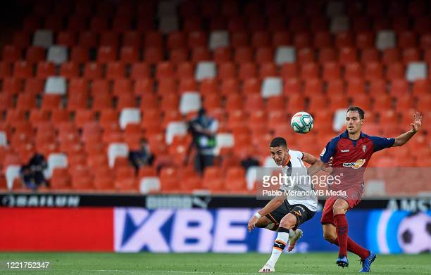 Ferran Torres of Valencia competes for the ball with Unai Garcia of Osasuna during the Liga match between Valencia CF and CA Osasuna at Estadio...