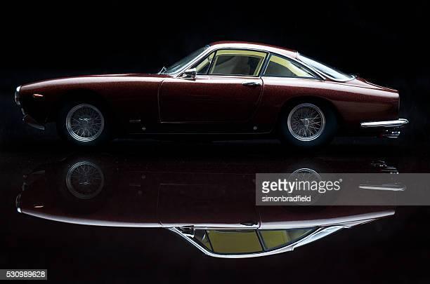 Ferrari 250 GT Lusso modèle de voiture sur noir