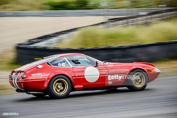 ferrari 365 gtb/4 competizione daytona classic race car - competizione stockfoto's en -beelden