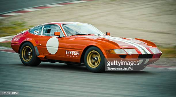 ferrari 365 gtb/4 daytona classic 1970s race car - 1970s muscle cars stock pictures, royalty-free photos & images