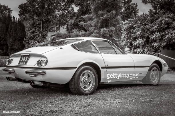 ferrari 365 gtb/4 daytona italian 1970s sports car in black and white - 1970s muscle cars stock pictures, royalty-free photos & images
