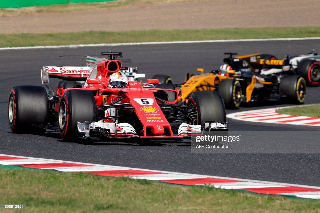 Ferrari's German driver Sebastian Vettel (L) drives during the Formula One Japanese Grand Prix at Suzuka on October 8, 2017. / AFP PHOTO / Kiyoshi OTA