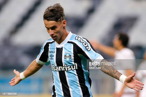 Ferreira of Gremio celebrates after scoring the second goal of his team during a match between Gremio and Lanus as part of group H of Copa CONMEBOL...