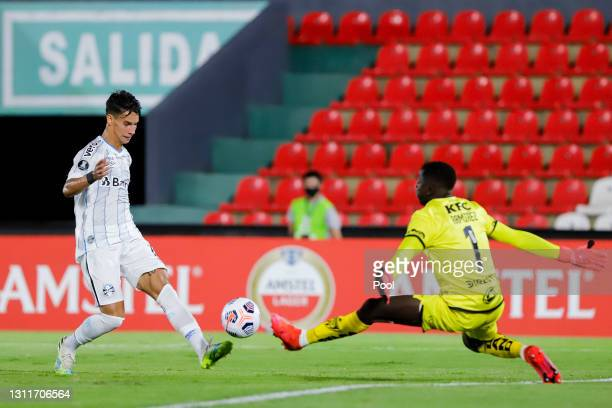 Ferreira of Gremio shoots on target as Wellintongt Ramirez goalkeeper of Independiente del Valle tries to stop the ball during a third round first...