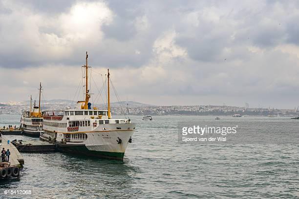 "ferries over the bosphorus in istanbul, turkey - ""sjoerd van der wal"" stock pictures, royalty-free photos & images"