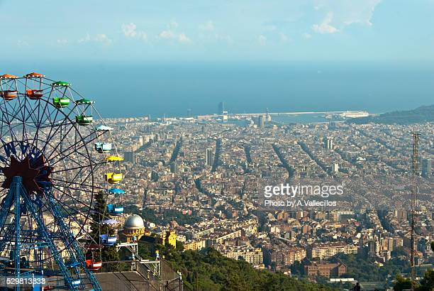 ferris wheel and barcelona's view - tibidabo stock pictures, royalty-free photos & images
