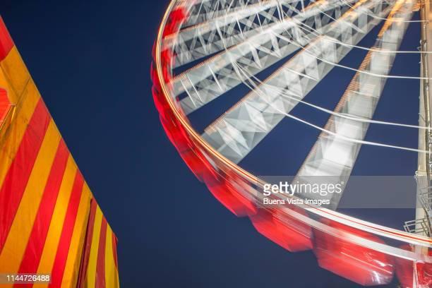 ferris wheel at night - volksfest stock-fotos und bilder