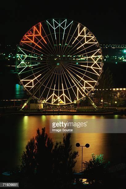 ferris wheel at night - ラロンド ストックフォトと画像
