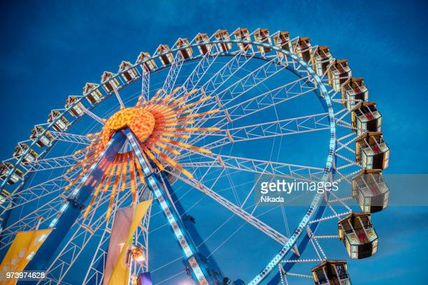ferris wheel at the oktoberfest in munich, germany - ferris wheel stock pictures, royalty-free photos & images