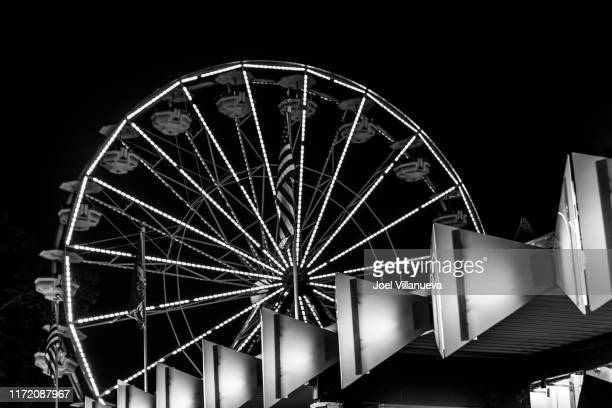 ferris wheel from rye playland in black and white. - rye new york stockfoto's en -beelden
