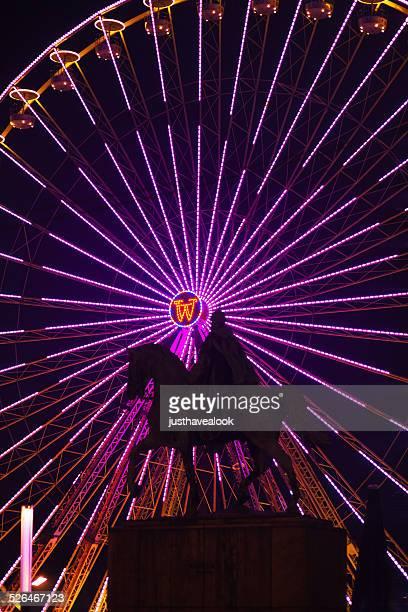 Ruota panoramica in luce viola