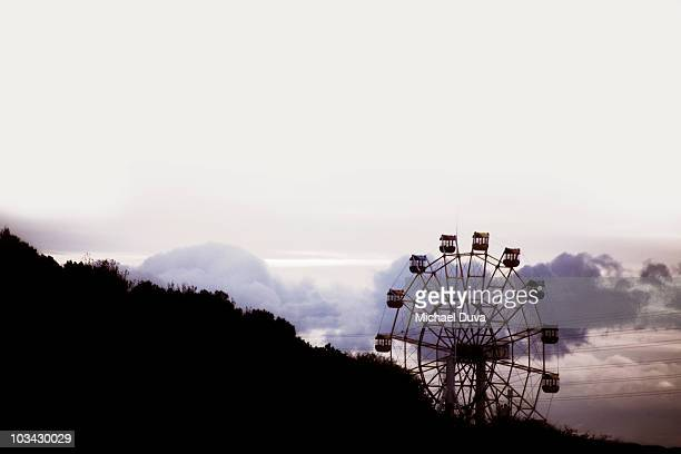 ferris wheel in the clouds on the side of mountain - 富山県 ストックフォトと画像