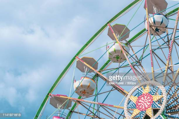 ferris wheel on cloudy sky - ipek morel stock pictures, royalty-free photos & images