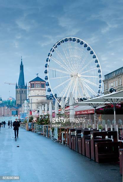 Riesenrad Promenade am Rhein in Düsseldorf, Deutschland