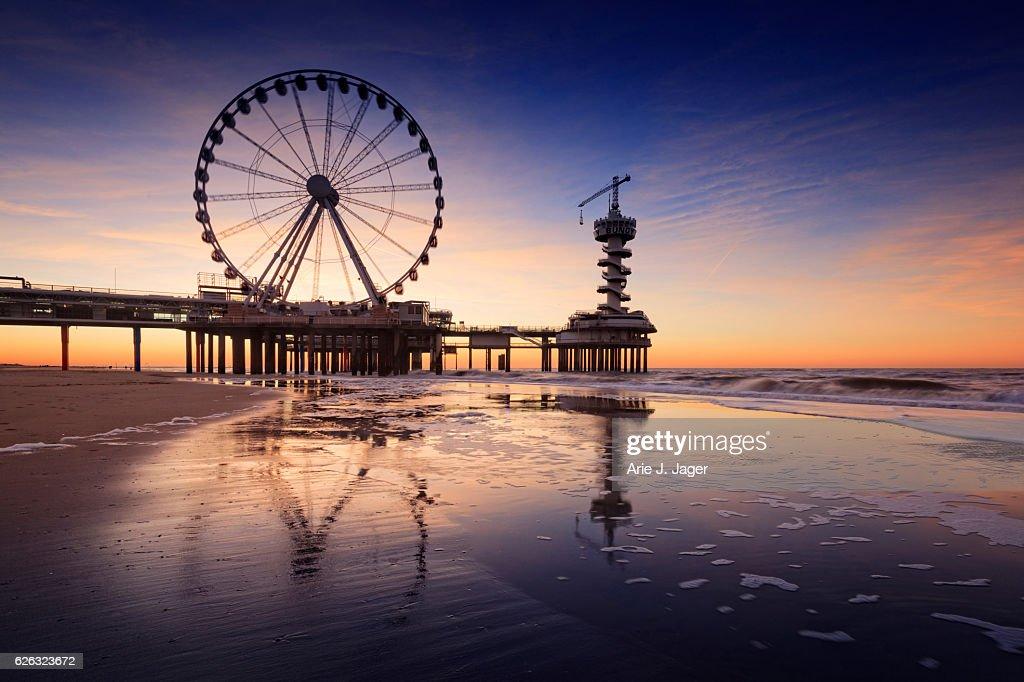 ferris wheel on the Pier at Scheveningen : Stock-Foto