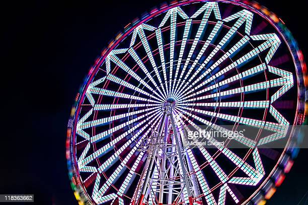 ferris wheel - michael siward stock pictures, royalty-free photos & images